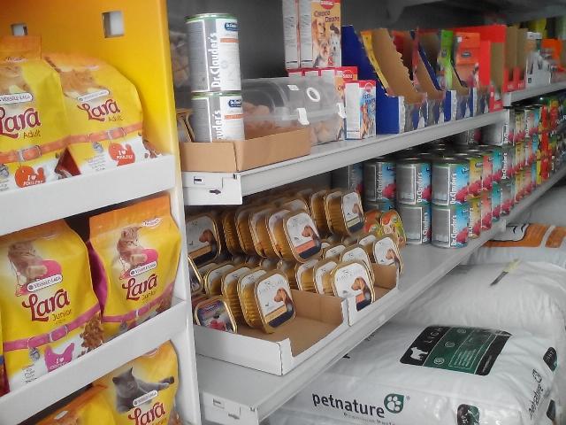 Τροφές για σκύλους και γάτες, χύμα τροφές για πτηνά, σιτάρι λιχουδιές και άλλα