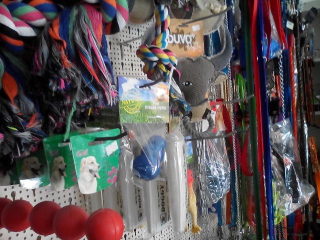 Παιχνίδια για τετράποδα, αλυσίδες, λουριά και λοιπά αξεσουάρ για σκύλους και γάτες